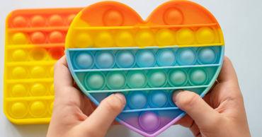 Психолог предупредила родителей об опасности популярной у подростков антистресс-игрушки.