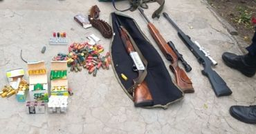 Полицейские задержали пять человек за хулиганство и кражу дров.