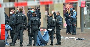 В Германии при наезде на пешеходов в Трире погибло четыре человека.