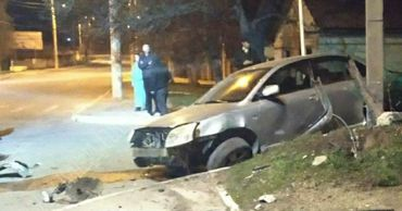 Авто на скорости врезалось в столб: момент ДТП в Бендерах попал на видео