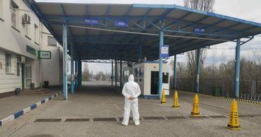 Одного пограничника и двоих водителей рейсов Молдова-Италия задержали.