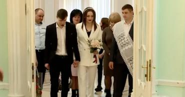 В День святого Валентина в Кишиневе женились и дарили цветы.