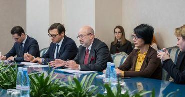 Аппарат президента встретился с комиссаром ОБСЕ по нацменьшинствам.