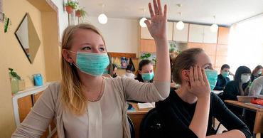 Кишинёвских старшеклассников обязали сидеть в защитных масках на уроках.