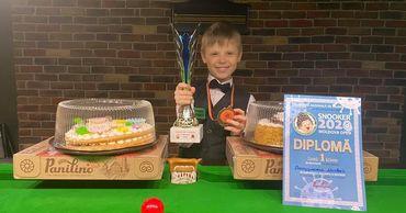 Чемпионом Молдовы 2020 года по снукеру стал девятилетний мальчик.