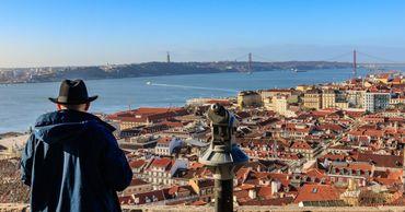 Португалия открывает кинотеатры, концертные залы и торговые центры.