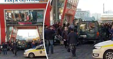 Скандал на центральном рынке: Полиция заблокировала доступ гражданам. Фото: Point.md