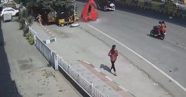 В Индии женщина, ожидавшая автобуса, погибла под машиной.