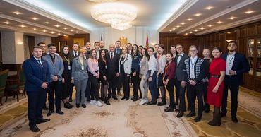 Додон встретился с делегацией Белорусского союза молодежи.