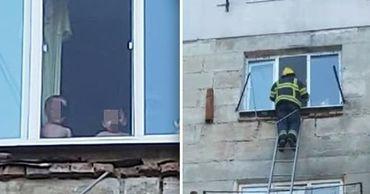 Карабинеры спасли малышей, стоявших у открытого окна многоэтажки. Коллаж: Point.md
