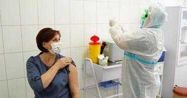 Семь украинцев пожаловались на нежелательные последствия COVID-вакцины.