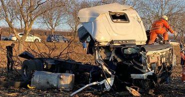 В Сынжерейском районе произошла серьезная авария: перевернулся грузовик.