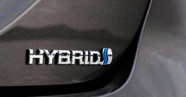 Названы лучшие гибридные автомобили года.