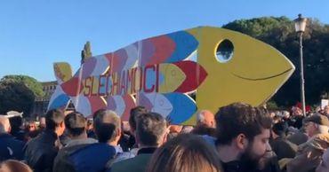 В Риме на протест против одного из лидеров партии вышли 40 000 человек.