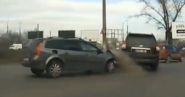 Момент ДТП в Кишиневе попал на видео.
