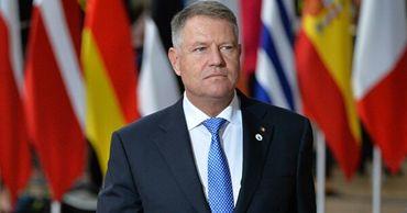 Президент Румынии лишил 12 человек государственных наград.