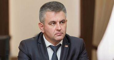 Красносельский высказал мнение, что пандемия усугубила ситуацию в переговорном процессе.