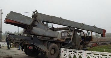 В Тирасполе произошла авария: кран врезался в мотовоз.