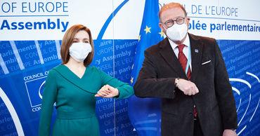 Майя Санду встретилась в Страсбурге с президентом ПАСЕ Хендриком Дамсом.