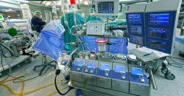 В Японии впервые пересадили легкие от живого донора больному COVID-19.
