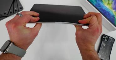 Новый iPad Pro смогли согнуть руками.