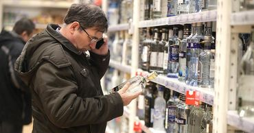 В России могут ограничить продажу алкоголя из-за коронавируса.
