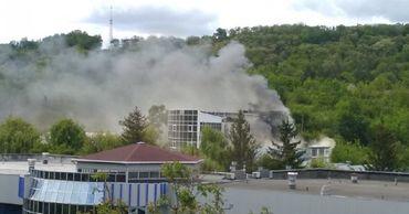 Возгорание произошло рядом с госпиталем по лечению больных коронавирусом.