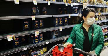 На Украине мужчину оштрафовали за поход в супермаркет без маски.
