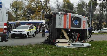 В столице произошло ДТП: перевернулась машина скорой помощи.