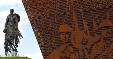 Путин и Лукашенко открыли памятник под Ржевом.