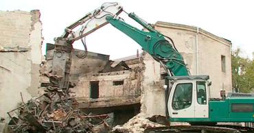 Рабочие закончили демонтаж крыши большого концертного зала сгоревшей филармонии.