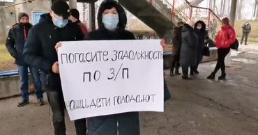 На стихийный протест вышли несколько десятков сотрудников Узла.