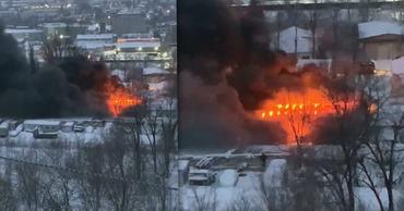 Крупный пожар на Чеканах: горит деревообрабатывающий завод. Коллаж: Point.md