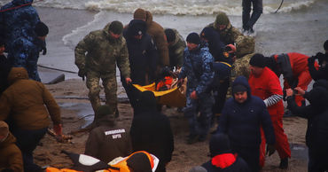 Экипаж севшего на мель в Одесском заливе танкера эвакуировали.
