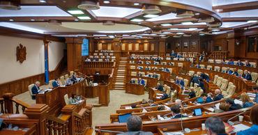 Приняты два законопроекта об улучшении доступа населения к медикаментам.