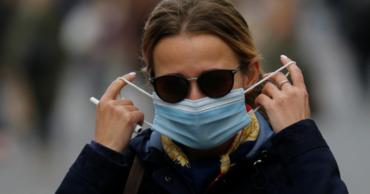 Во Франции запретили носить самодельные маски.