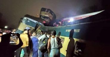 15 человек погибло и около 30 пострадало в результате столкновения двух пассажирских поездов.