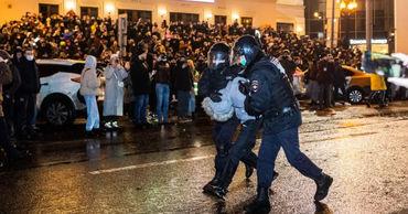На протестных акциях в России в общей сложности задержаны 2509 человек.