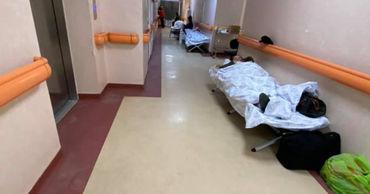 В больнице Бухареста COVID-пациентов начали размещать в коридорах.