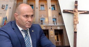 Павел Войку не намерен убирать распятие из холла МВД. Фото: Point.md