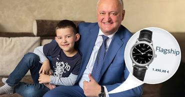 Игорь Додон замечен с новыми часами стоимостью примерно в 1500 евро.