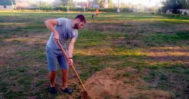 В Копчаке ремонтируют местный футбольный стадион. Фото: gagauzinfo.md.