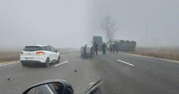 В результате серьезного ДТП в Хынчештах перевернулся грузовик. Фото:stiri.md