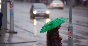 На всей территории страны ожидаются кратковременные дожди с грозами.