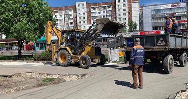 На многих улицах столицы начался ремонт.