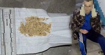 Полиции Чекан задержали с поличным несколько человек, употребляющих наркотики. Фото: Point.md.