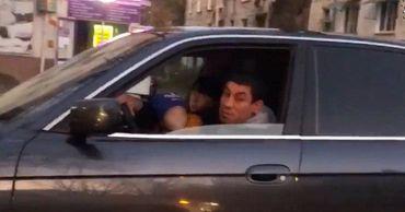 В Кишиневе водитель BMW начал плеваться в ответ на замечание.