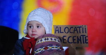 КС Румынии обязал правительство удвоить пособия на детей с 1 августа.