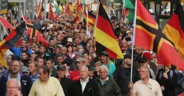 """В Дрездене объявили """"нацистскую чрезвычайную ситуацию""""."""