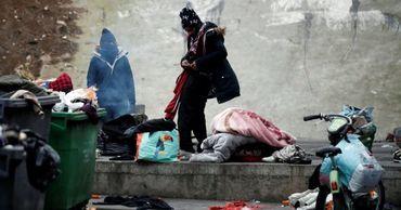 Из Парижа вывезли 1600 мигрантов.